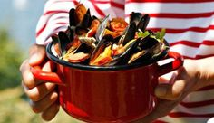 Moules aux tomates cerises, chorizo, ail et persil - L'Express Styles