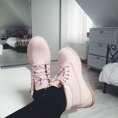 blush colour timberlands. these are so beautiful, I really really want them!!!