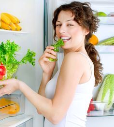 Chi deve perdere 4 o 5 chili, probabilmente sa già come farlo: ecco un esempio di menù settimanale per chi vuole perdere poco peso, e vuole farlo in modo equilibrato. Lo spunto arriva dalla mia dieta, personalizzata da una dietologa, a cui però, per una fase d'urto, ho eliminato i carboidrati, accontentandomi di quelli contenuti naturalmente nei legumi, nella frutta, e via discorrendo. Con una eccezione: sabato sera cena libera, che ovviamente non deve essere 'la grande abbuffata'...