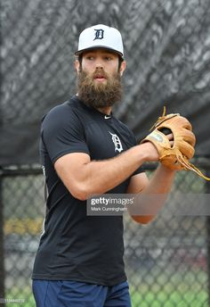 News Photo : Daniel Norris of the Detroit Tigers looks on. Beard And Mustache Styles, Beard Styles For Men, Beard No Mustache, Hair And Beard Styles, Moustache, Beard Suit, Beard Look, Hairy Men, Bearded Men