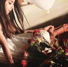 السعادهہ ؛ ان تگسب شخصاً لا يجيد التصنع .. و لا يتلاعب بـ الاقنعہ .. تغيب عن عينہ ، و لگن ..! لا تغيب عن قلبہ ابداً .