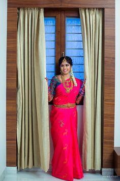 Saree trends that will rule 2018 Kanjivaram Sarees Silk, Indian Silk Sarees, Indian Beauty Saree, Kerala Saree Blouse Designs, Cotton Saree Designs, Bridal Silk Saree, Saree Wedding, Wedding Album, South Indian Bride Jewellery