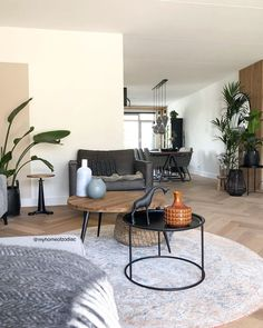 Living Room Inspiration, Apartment Living, Dining Table, Nice, Interior, Wall, House, Furniture, Home Decor