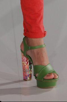 Catalogo Sfilata Borse e Scarpe Desigual primavera estate 2014 FOTO