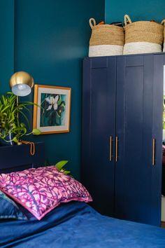 Jeweltone Bedroom Ideas Peacock Room Decor, Peacock Blue Bedroom, Blue Bedroom Decor, Bedroom Ideas, Brimnes Bed, Master Bedroom Redo, White Bedding, Home Deco, Basement Makeover