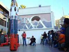 """Mineros chilenos: la """"Casa de la Cultura"""", un museo temporal en Copiapó, exhibe objetos compilados durante el operativo de rescate. (Marta Escurra para Infosurhoy.com)"""