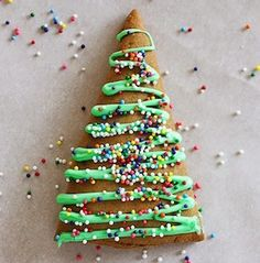 'Tis the season for Christmas cookies!These festive cookie recipes are great for a cookie swap, Christmasgift or holiday party. Impress your friends and family with mouth-watering sugar cookies, thumbprints, gingerbread,shortbread and more. Christmas Sugar Cookies Peppermint Crunch Sugar Cookies from Crumbs and Chaos Ultra Soft Peppermint Sugar Cookies from Chelseas Messy Apron White Chocolate Dipped …