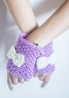 Crafty tuts: Crochet fingerless gloves with bow. Free crochet pattern.