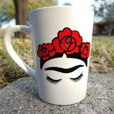 Frida Kahlo Coffee Mug Cup l Red Flowers l Mothers Day Gift l Mothers Day Cup l Latin l Mexican Decor l Chingona Mug l Gift for Mom Frida Kahlo Kaffeetasse Tasse l Rote Blumen l Muttertagsgeschenk l Muttertagsschale l Latein l Mexikanische Deko Painted Flower Pots, Painted Pots, Mother Day Gifts, Gifts For Mom, Frida E Diego, Lilo Und Stitch, Vintage Mickey, Mug Cakes, Diy Mugs