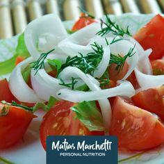2 kg de tomates medianos 6 cebollas cortadas en pluma 6 cdas de perejil picado Aceite y sal a gusto