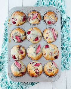 Raspberry-Rhubarb Muffins We have had an amazing early, hot spring in the Pacific Northwest. Our raspberries, which typically appear closer to July, have already been out for two weeks. Rhubarb Recipes, Fruit Recipes, Brunch Recipes, Baking Recipes, Breakfast Recipes, Breakfast Time, Breakfast Ideas, Raspberry Rhubarb, Raspberry Muffins