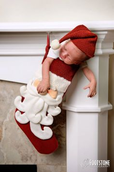 people are obnoxious when it comes to newborn baby photos...  no i don't wanna see your infant dressed like a mermaid either!!  just sayyyyin'