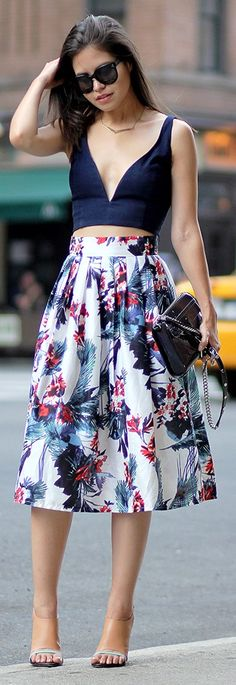 Summer Look 2015 - Navy Crop Top and Prind Midi Skirt. Love the outfit hate the shoes! Lady Like, Street Style Outfits, Mode Outfits, Skirt Outfits, Trendy Outfits, Look Fashion, Skirt Fashion, Womens Fashion, Fashion Outfits