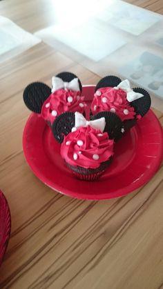 Minnie Maus capcakes Raspberry, Fruit, Food, Birth, Cakes, Kids, Essen, Raspberries, Yemek