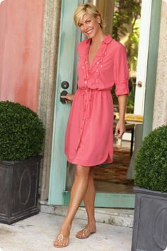 Necklace Shirtdress - Classic shirtdress updated and accessorized for you  Moda Para Mujeres De 50 e45eac768d9d