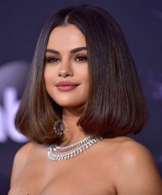 Excellent Selena Gomez Ideas With Short Hairstyles To Inspire You - It's the patchy summer months. The heat is already quite disturbing and like me, most of you have cut down or trimmed your hairs to make them short. Selena Gomez Fashion, Selena Gomez Short Hair, Selena Gomez Makeup, Selena Gomez Photoshoot, Selena Gomez Cute, Selena Gomez Fotos, Selena Gomez Style, Selena Gomez Hairstyles, Marie Gomez