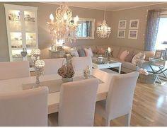 Bildet tilhører/ Picture belongs to:▪️ Dining Room Table Decor, Dining Room Design, Decor Room, Home Decor, Dining Room Decor Elegant, Dining Tables, Room Chairs, Home Living Room, Interior Design Living Room