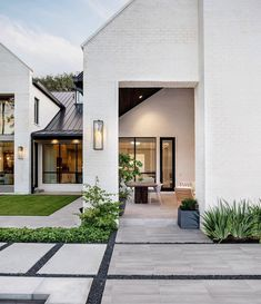 Best Small Modern Home Design Ideas On A Budge - There's something that's just plain appealing about having a modern home with modern furniture. In recent years, modern home design and decor has seen. Home Modern, Interior Modern, Modern Home Exteriors, Modern Home Design, Modern Porch, Luxury Modern Homes, Modern Exterior House Designs, Modern Entry, Modern Contemporary Homes