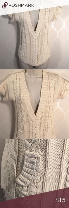 🆕OLD NAVY CREAM SWEATER Old Navy Sweater ➖ Low V-Neck ➖ Short Sleeve ➖ Pull On Style ➖ Small Pockets on Front ➖ NWOT ... NEVER WORN Old Navy Sweaters