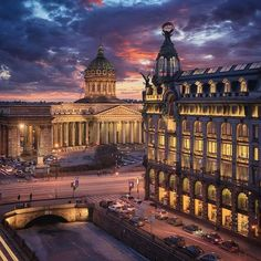St. Petersburg Siberia Russia, Classic Building, St Petersburg Russia, Classic Architecture, Largest Countries, Capital City, Old Photos, Big Ben, Beautiful Pictures
