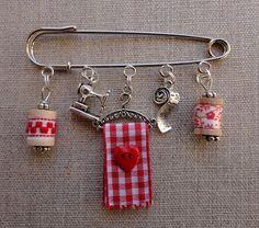 Safety Pin Art, Safety Pin Crafts, Safety Pin Jewelry, Fabric Jewelry, Wire Jewelry, Jewelry Art, Beaded Jewelry, Handmade Jewelry, Jewellery