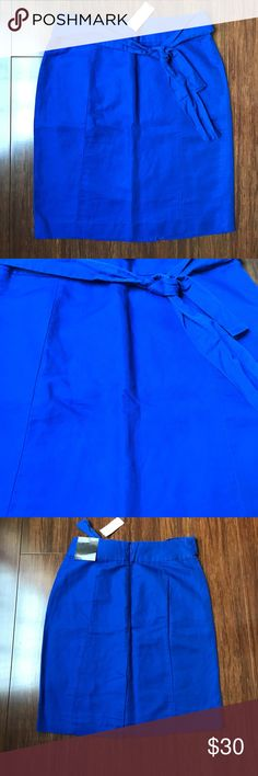 Banana Republic Skirt with Self Tie NWT beautiful royal blue Banana Republic Skirt with front tie. Back slit. Zip closure in back. 21 inches long. 52% linen 48% cotton Banana Republic Skirts Mini