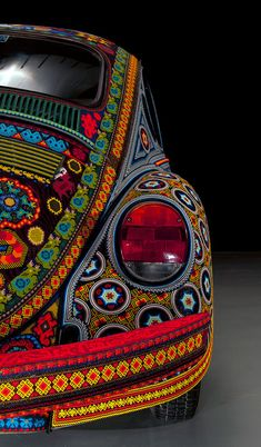 El Vochol, una muestra del arte huichol sobre ruedas. This bug is an art piece from the Huichol people. It is covered by hand in tiny beads.