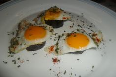 Tostadas, Huevos Fritos, Eggs, Breakfast, Tortillas, Food, Food Recipes, Quail Eggs, Finger Foods