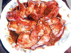 Recette de Cailles croustillantes aromatisées Chicken Wings, Shrimp, Food, Game, Lettuce Cups, Red Peppers, Meals, Yemek, Eten