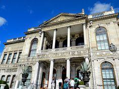 Istambul, Turquia, Palácio de Dolmabahçe Louvre, Mansions, House Styles, Building, Travel, Travel Tips, Viajes, Manor Houses, Villas