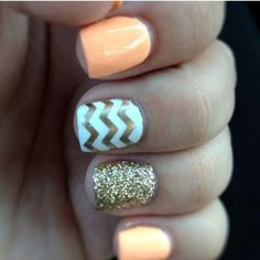 peach and gold Chevron nail ♡