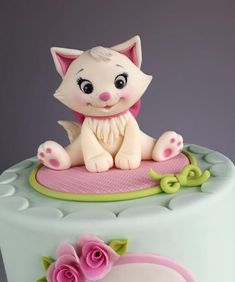 Kitten cake by Couture cakes by Olga
