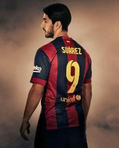 Not a Barcelona fan, but Suarez is a genius. Fc Barcelona, Barcelona Shirt, Barcelona Football, Barcelona Futbol Club, Football Icon, Best Football Players, Good Soccer Players, Football Soccer, Football Kits