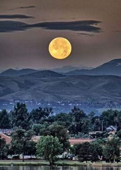 July 2014 Super moon taken over Sloan Lake, Denver, Colorado. ~ taken by Sean Kreck ~ Ʀεƥɪииεð вƴ╭ Stars Night, Good Night Moon, Moon Photos, Moon Pictures, Beautiful Moon, Beautiful World, Sombra Lunar, Moon Stars, Moon Dance