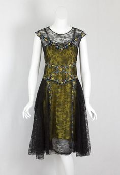 Chantilly lace dress, circa 1925. The brief Flapper Era (1924-1929) defined the whole decade. The short and showy flapper styles came to an abrupt end with the stock market crash of 1929. Via Vintage Textile.