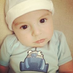 Raka baby Carter rocking the @SEOmoz Roger Mozbot onesie! Thanks #mozcation!