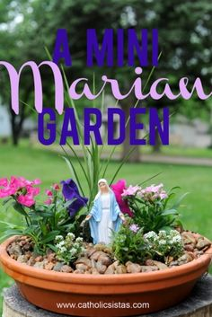A Miniature Marian Garden by Janalin Hood, Catholic Sistas - I would really like to try this mini-garden. It's so pretty, and maybe even easy enough for me to make! Catholic Crafts, Catholic Kids, Catholic Prayers, Marian Garden, Prayer Corner, Prayer Garden, Home Altar, Raised Garden Beds, Raised Bed