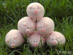 DIY Pig Plushie - FREE Sewing Pattern (toward bottom of page)