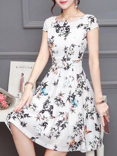 Summer is still elegant but with a hint of sexiness, then fashionmia's cheap bodycon dresses are for you, as you'll get great prices for a classy dress Casual Frocks, Casual Day Dresses, Simple Dresses, Cute Dresses, Short Dresses, Summer Dresses, Floral Embroidery Dress, Frock Design, Vestidos Vintage