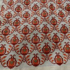 Cross Stitch Floss, Cross Stitch Borders, Cross Stitch Art, Cross Stitching, Cross Stitch Embroidery, Cross Stitch Patterns, Cross Stitch Geometric, Hand Embroidery Design Patterns, Cross Stitch Cushion