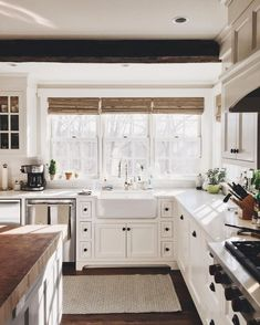 Cool 44 Cool Farmhouse Kitchen Sink Remodel Ideas. More at https://trendhomy.com/2018/04/18/44-cool-farmhouse-kitchen-sink-remodel-ideas/ #kitchenremodels