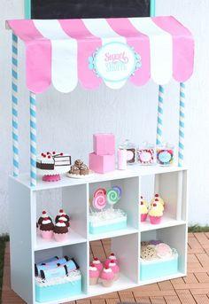 kinder-kaufladen-verkaufsstand-regal-süßigkeiten-karton-papier-filz-spielzeuge