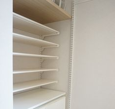 【壁面ラック】もっと早く知りたかった!標準シューズクローク大改造しちゃいました | ほんとうに必要な物しか持たない暮らし◆Keep Life Simple◆〜インテリアのきろく〜 Bookcase, Shelves, Home Decor, Shelving Brackets, Shelving, Decoration Home, Room Decor, Book Shelves, Shelving Units