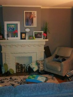My summer fireplace mantle decorations.