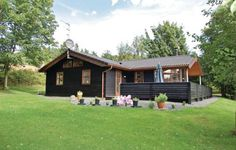 Holiday home H�gevej Ebeltoft Denm Ebeltoft Holiday home H?gevej Ebeltoft Denm is located in Ebeltoft and can accommodate up to twelve persons. This holiday home offers a sauna, a spa bath, a solarium and a Turkish steam bath. The sea is only 800 m away.
