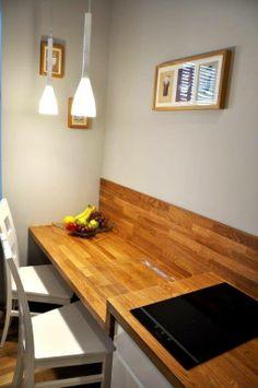 Naturalne #drewno i subtelna biel zawsze idą w parze – zwłaszcza, gdy chodzi o wnętrze kuchni!