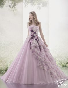 Obsession-worthy Hardy Amies London lavender gown featuring watercolor floral and dreamy silhouette! Elegant Dresses, Pretty Dresses, Formal Dresses, Ball Dresses, Ball Gowns, Fairytale Dress, Fantasy Dress, Quinceanera Dresses, Beautiful Gowns
