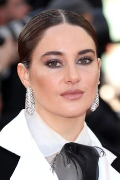 Cannes 2019 Red Carpet: Best Skin, Hair and Makeup Looks - The Skincare Edit Brown Smoky Eye, Shailene Woodly, Makeup You Need, Celebrity Skin, Celebrity Beauty, Orange Lipstick, Red Carpet Hair, Pretty Makeup Looks, Natural Brows