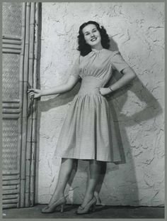 Love to hear her sing.such a talent! Hollywood Divas, Vintage Hollywood, Classic Hollywood, Deanna Durbin, Retro Mode, Classy Casual, Retro Dress, Actors & Actresses, Hollywood Actresses