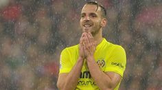 Villarreal have confirmed that Roberto Soldado will require surgery on a serious knee injury sustained in Tuesday's friendly defeat to Deportivo La Coruna.